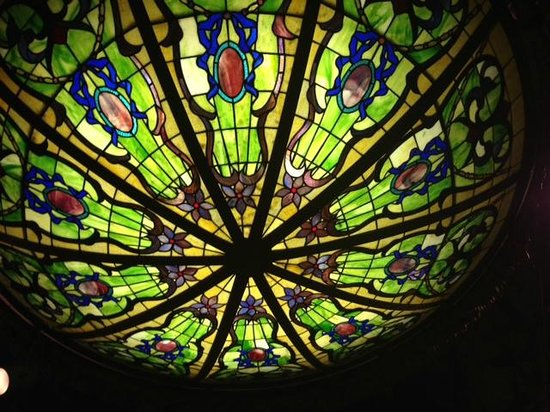 Brenham Grill: Great stained glass lighten in the dining room