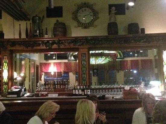 Brenham Grill: View from our table to the bar area