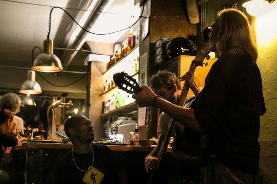 Gran Torino Garage Bar : Live music