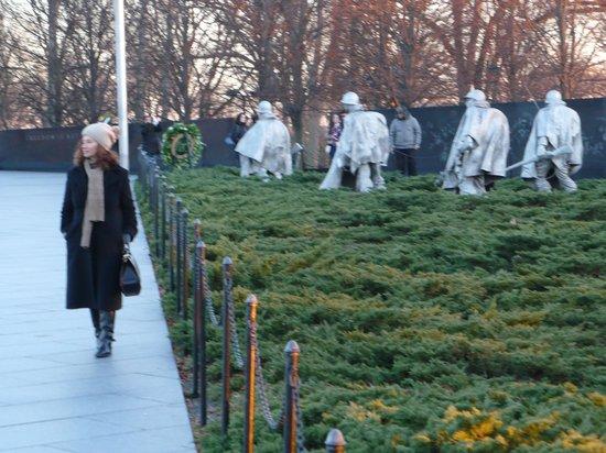 Monumento a los veteranos de la Guerra de Korea: A freezing Winter promenade