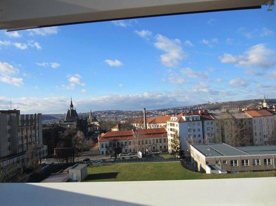 Prague Centre Plaza : Неплохой вид из окна. Но неудобные окна