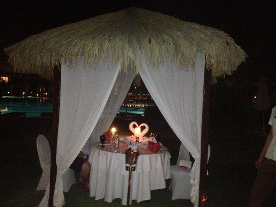 Hilton Sharks Bay Resort : Romantic meal setting