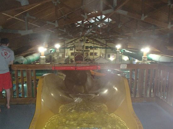Great Wolf Lodge: Looking off of the big tube slides