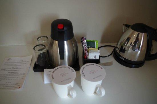 The Palace Hotel Kota Kinabalu : complimentary coffee/tea set up