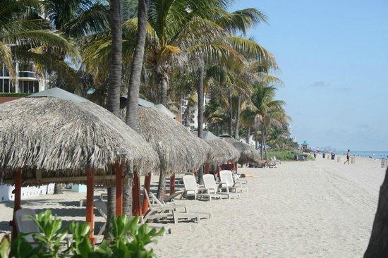 Marenas Beach Resort : Beach