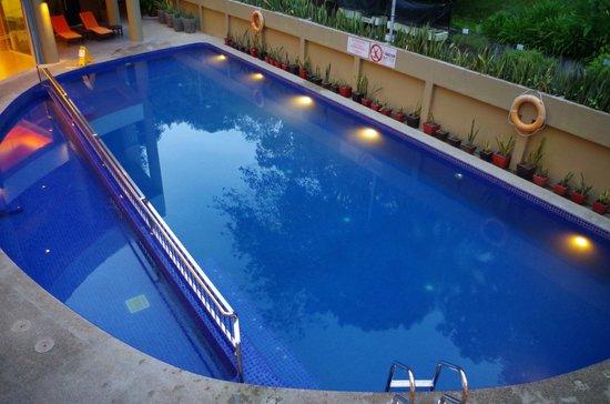 The Palace Hotel Kota Kinabalu: The swimming Pool