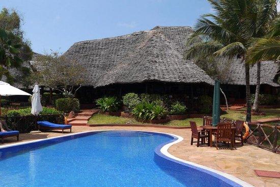 Ras Nungwi Beach Hotel: Pool area