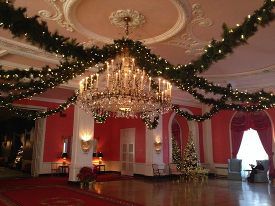 The Greenbrier: Beautiful decorations.....