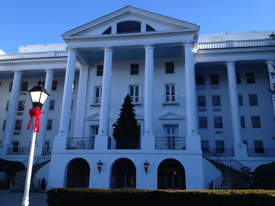 The Greenbrier: Easy drive.... close to the interstate highway.....