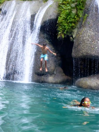 Reach Falls: diving into main pool