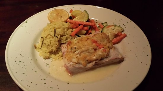 Stonewood Grill & Tavern: Crab encrusted mahi mahi