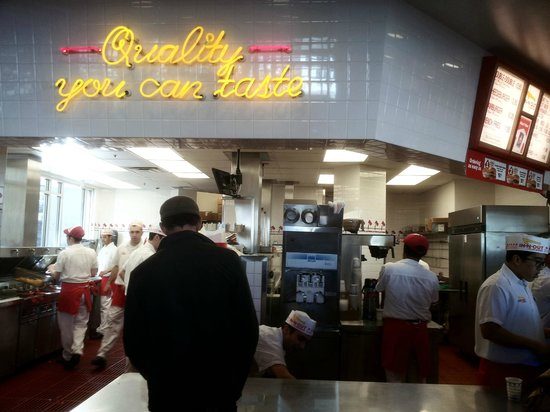 In-N-Out Burger: Vista del local