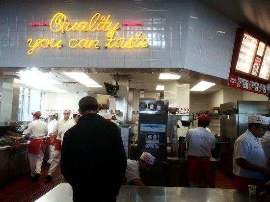 In-N-Out Burger : Vista del local