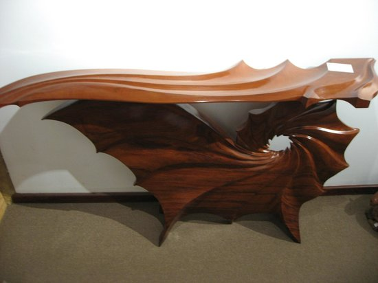 Boranup Gallery: Beautifully Carved Table