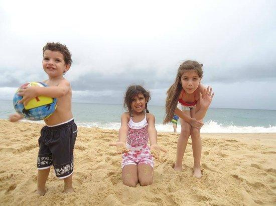 Pousada Estaleiro Village : niños jugando a ser milanesa!