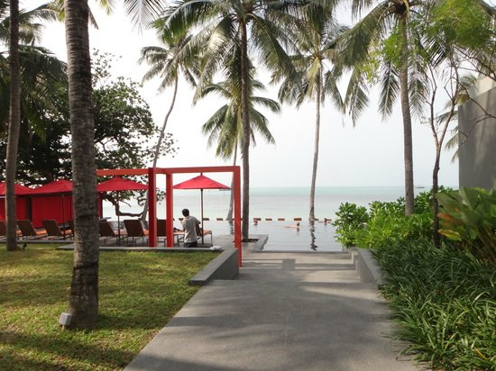The COAST Resort - Koh Phangan: passage to pool/beach