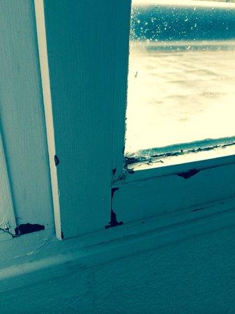 Mercure Moulins Nord : Fenêtre non isolée et humidité