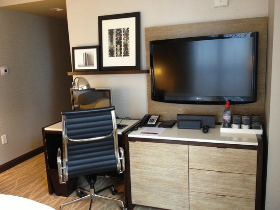 InterContinental New York Times Square: Mini-sized workdesk