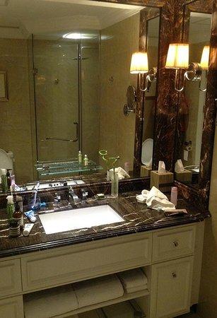 Royal Grace Hotel Optics Valley: Bathroom