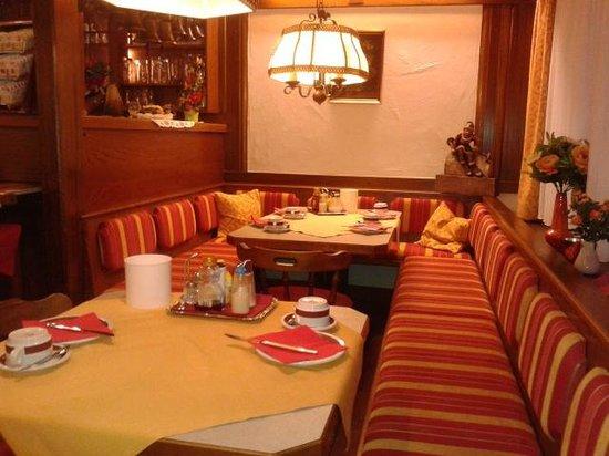 Pension Alpenrose: breakfast restaurant