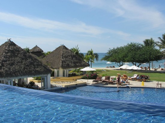The St. Regis Punta Mita Resort : Pool and Beach