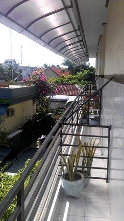 Sayang Maha Mertha: Третий этаж