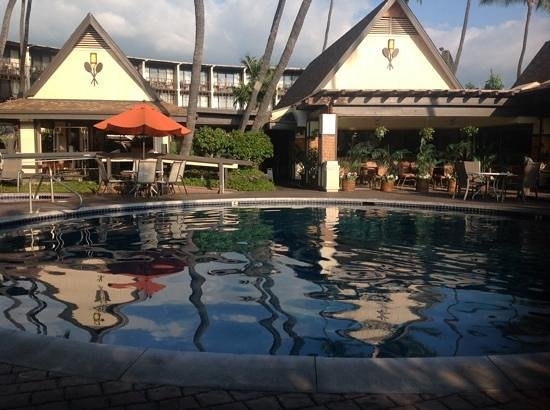 Uncle Billy's Kona Bay Hotel: front office/pool area
