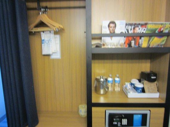 Aloft Chapel Hill : Closet space