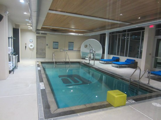 Aloft Chapel Hill: Pool