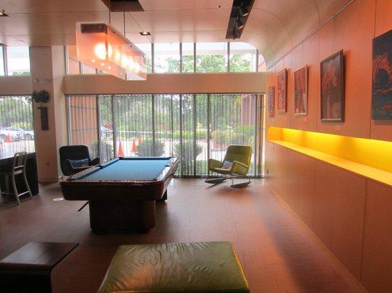 Aloft Chapel Hill: Lobby