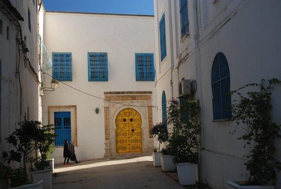Medina von Tunis: A quiet back street in the Medina of Tunis, Tunisia