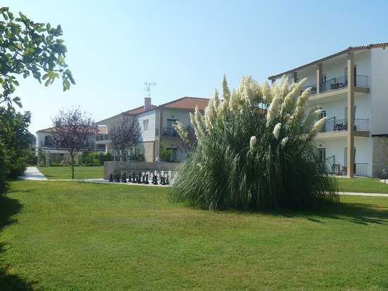 Nostos Hotel: Rooms, grounds and chess board