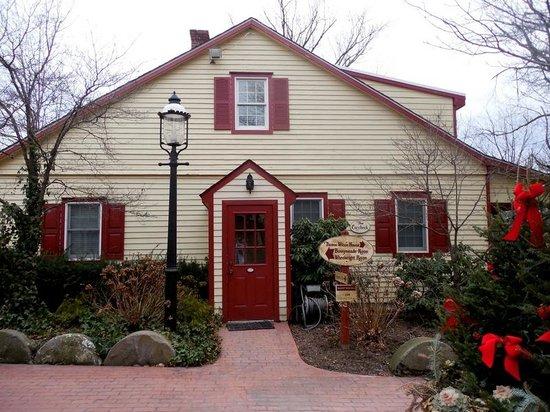 Joseph Ambler Inn: more of the grounds