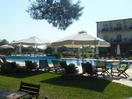 Nostos Hotel: Pool view fron dining area