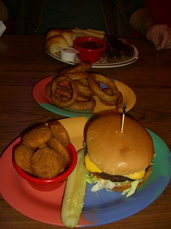 Smokin Joes BBQ : Cheeseburger & Fried Squash, Brisket and Baked beans