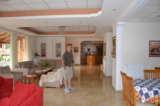 Hotel Taxiarhis: Main area