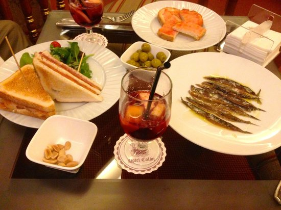 Colon Hotel: Tapas in the Bar, Hotel Colon