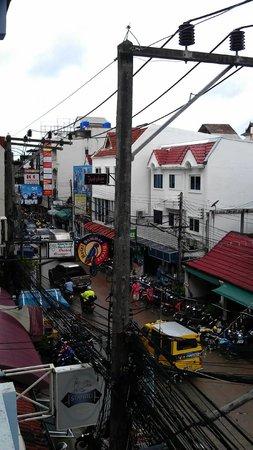 The Nice Hotel Phuket : Вид из окна