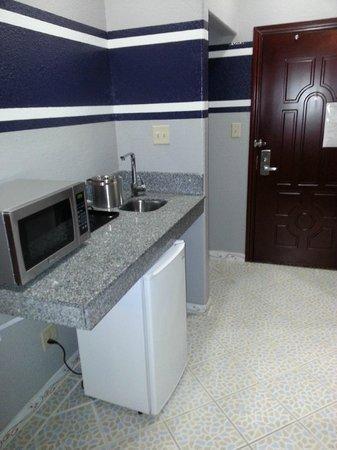 Ramada Hewitt: Sink, refrigerator, microwave