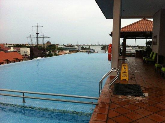 Casa del Rio Melaka : swimming pool