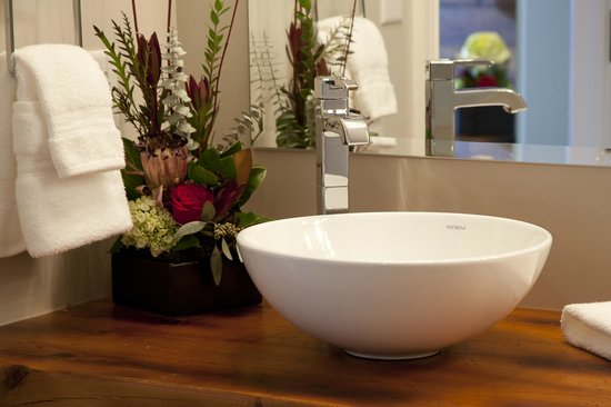 Ironworks Hotel: Bathroom Vessel Sink