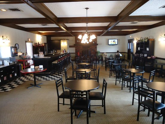 Bangor Inn & Suites: Breakfast room