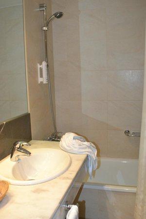 Hotel Eurostars Zaragoza: baño con bañera