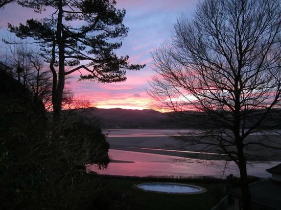 Hotel Portmeirion : Sunrise seen from Portmeirion (hotel pool in foreground)
