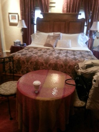 Park Place Bed & Breakfast: King bed