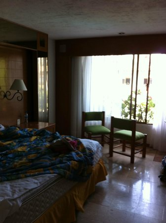 Plaza Pelicanos Club Beach Resort : the room (excuse the mess - was just leaving and forgot about pics)