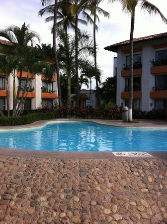 Plaza Pelicanos Club Beach Resort: hotel and pool