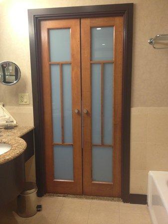 Sofitel Philadelphia Hotel: Bathroom doors