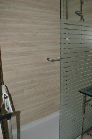 Maydrit Hotel: Baño