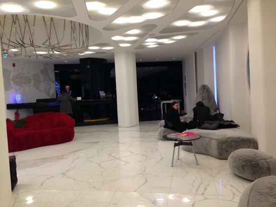 Palazzo Matteotti : Lobby entrance